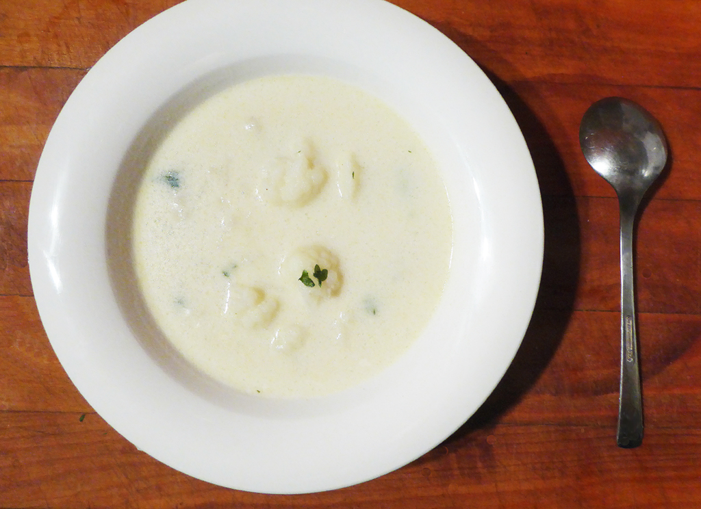 """Květáková polévka může vzniknout jako """"vedlejší"""" product in the preparation of coated cauliflower."""