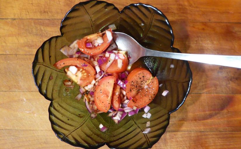 Rajčatový salát sčervenou cibulí | Samostatný ijako součást přílohy