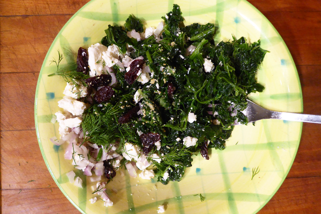 Mix the spinach with shallots and crumbled cheese