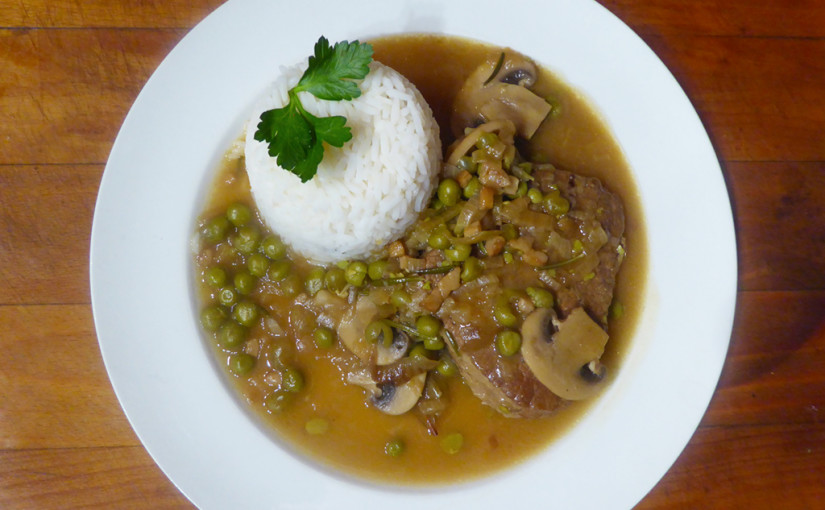 Beef with mushrooms and green peas