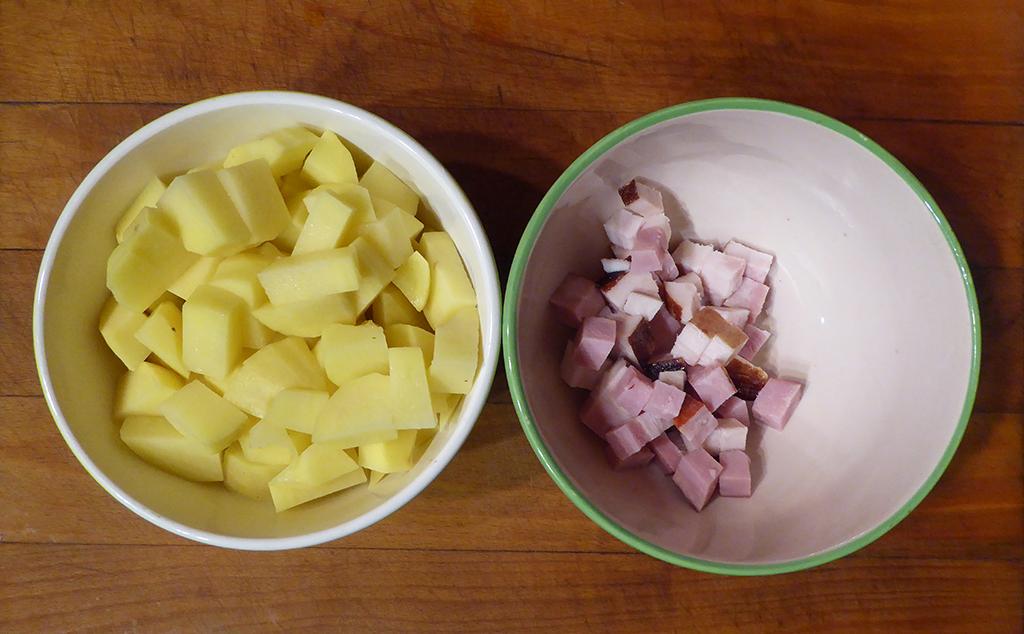 Brambory a slanina.