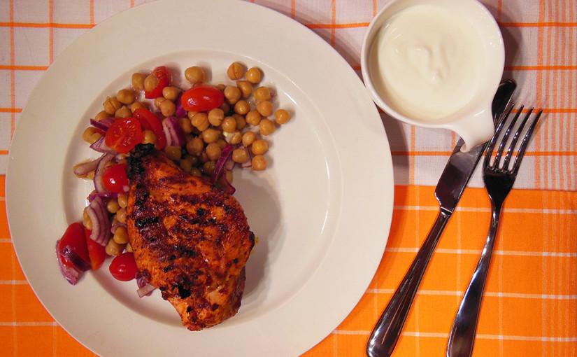 Sambalové kuře scizrnovým salátem