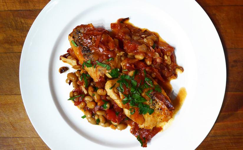 Treska s chorizem, fazolemi a rajčaty