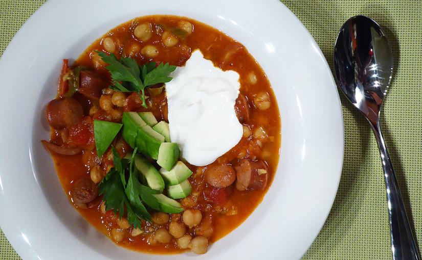 Cizrnová polévka srajčaty aklobásou, tedy spíše párkem | Chuťový pozdrav zMontrealu
