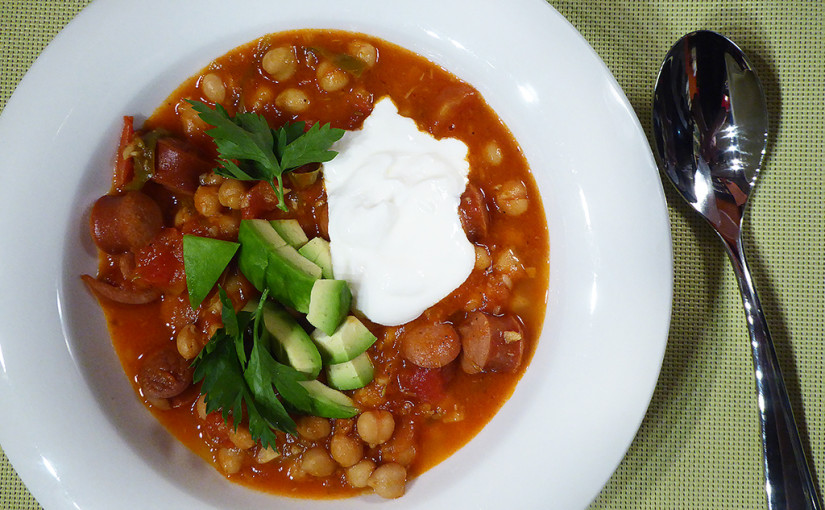Chickpea soup with tomatoes and sausage, tedy spíše párkem | Chuťový pozdrav z Montrealu
