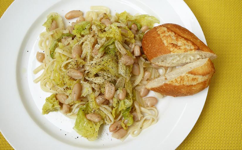 Linguiny sčesnekovou kapustou abílými fazolemi