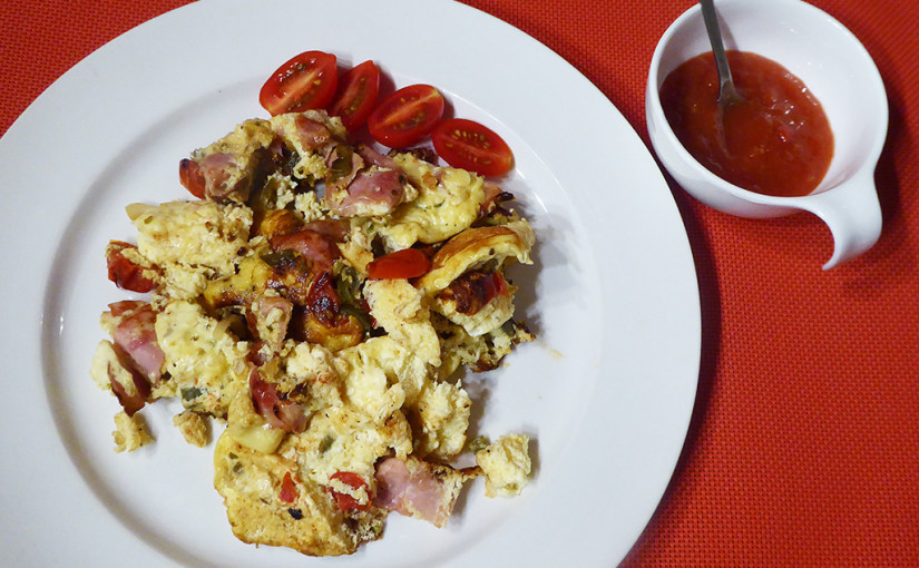 Eggs with ham, tomatoes, Jalapeno and a sharp dip | Rychlé a jednoduché