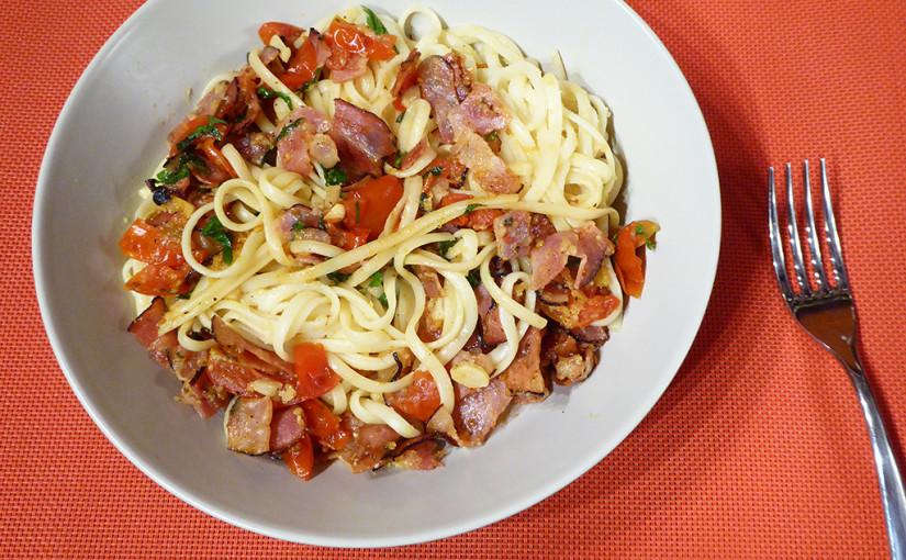 Linguine se slaninou, rajčaty aparmezánem