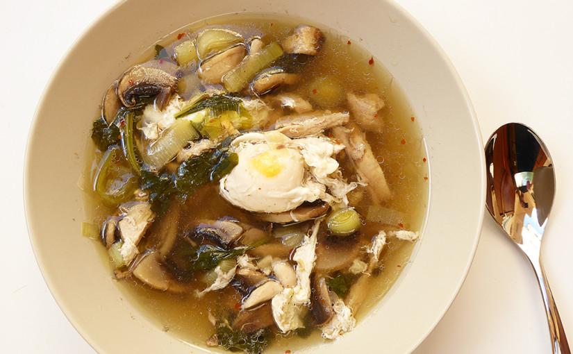 Kuřecí polévka se zastřeným vejcem | Korejská inspirace včeské kotlině