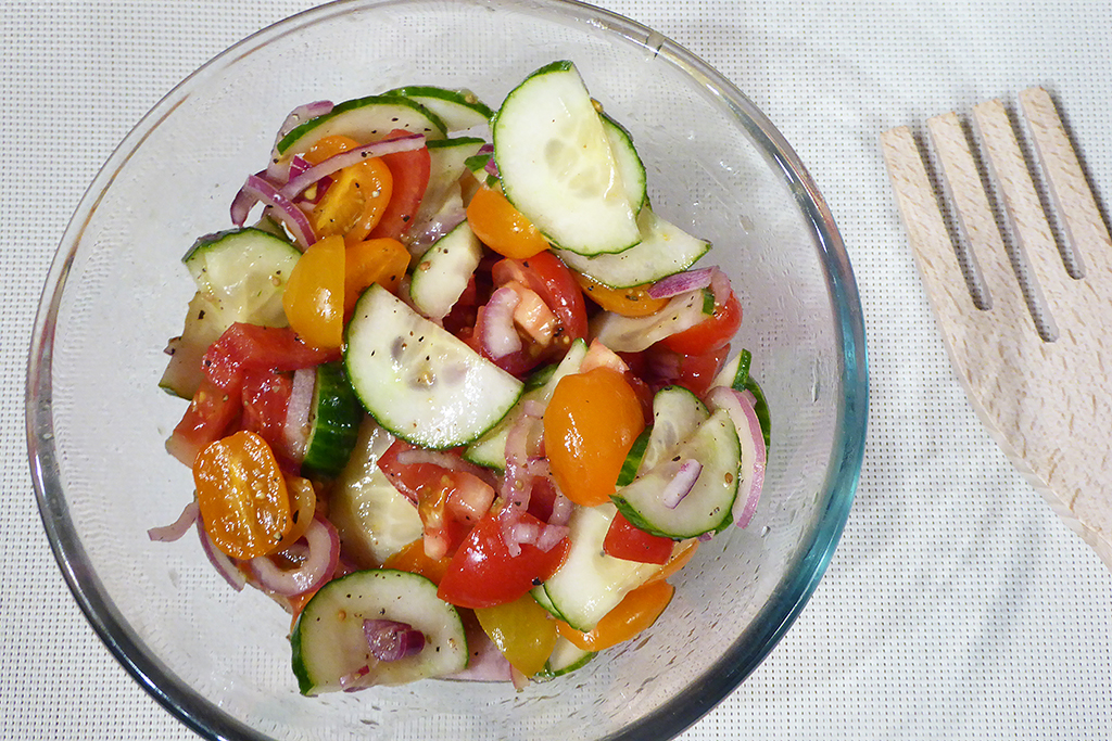 Salát s okurkou a rajčaty