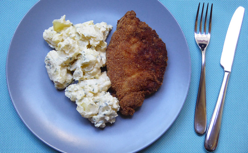 Bramborový salát s česnekovou majonézou a pažitkou | Báječný k řízku