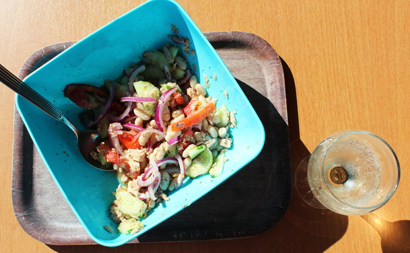 Picnic quick salad | Bean, rajčata, cucumber and tuna, good company