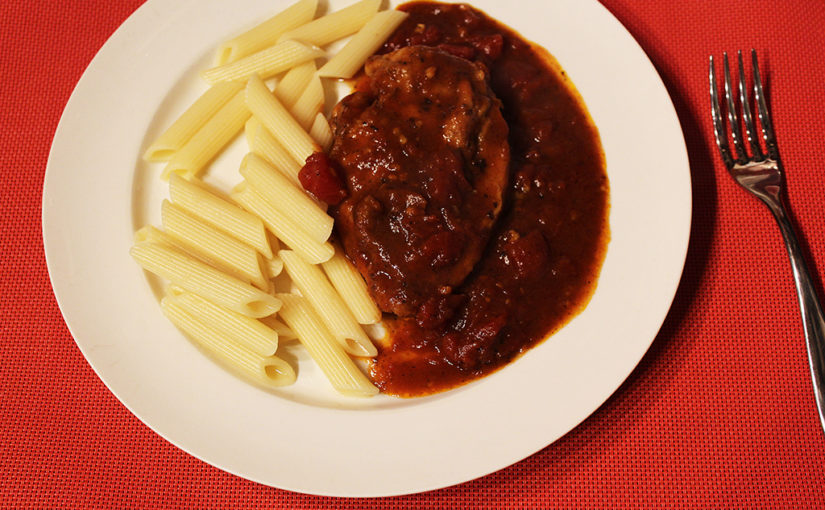Chicken breast in a spicy sauce with tomatoes and penne