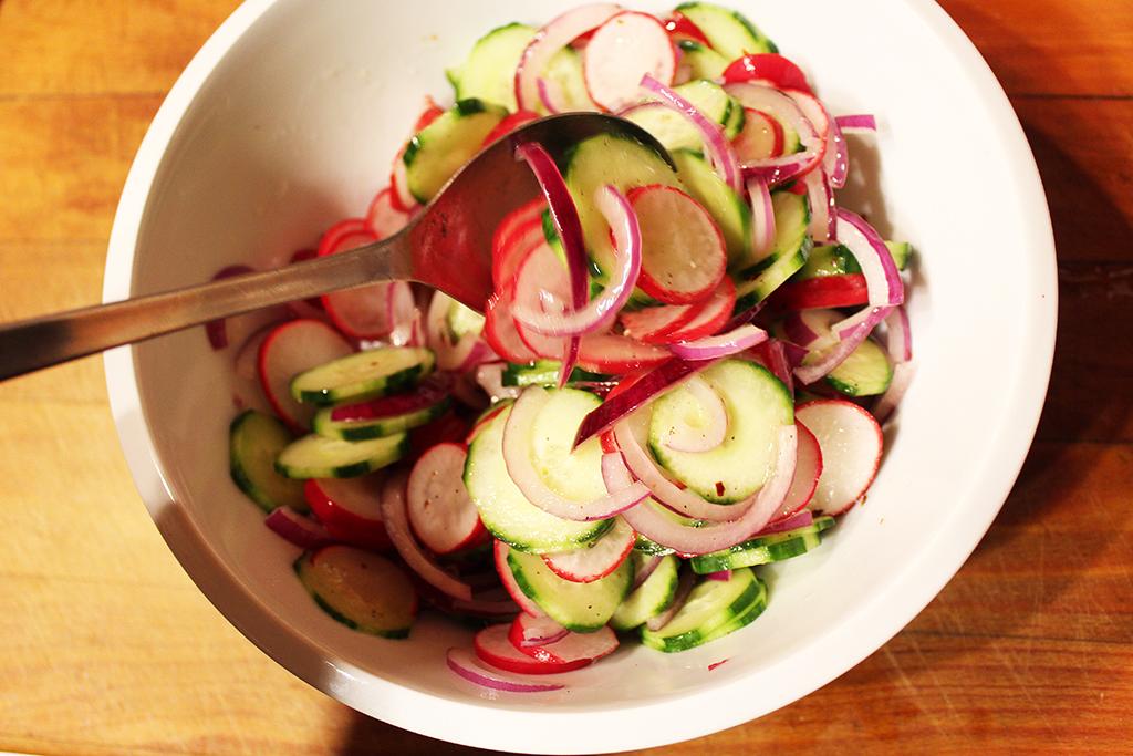 Salát promícháme