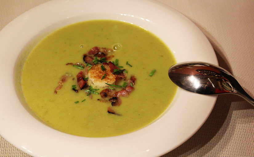 Split pea soup with bacon and croutons,sk | Soup, která chutná