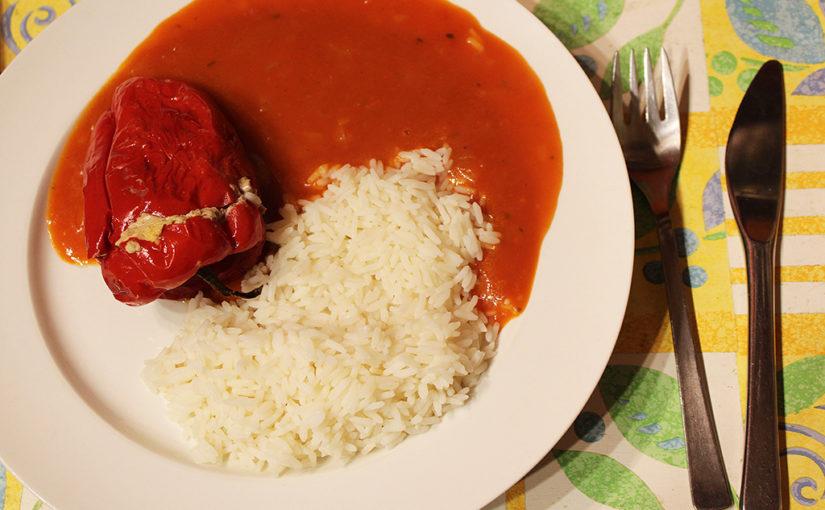 Peppers stuffed with meat and jalapeno peppers | Rajčatová omáčka nemůže chybět