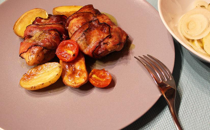 Kuřecí stehna s pestem balená ve slanině | Pečené brambory jako příloha