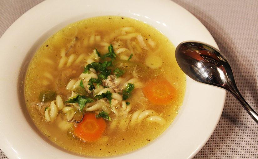 Domácí kuřecí polévka stěstovinami | Jasně, že bude pikantní