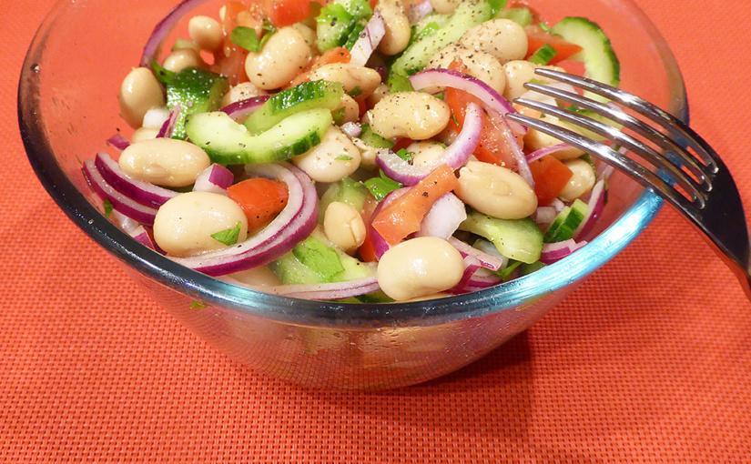 Okurkový salát sbílými fazolemi arajčaty | Italská trikolora