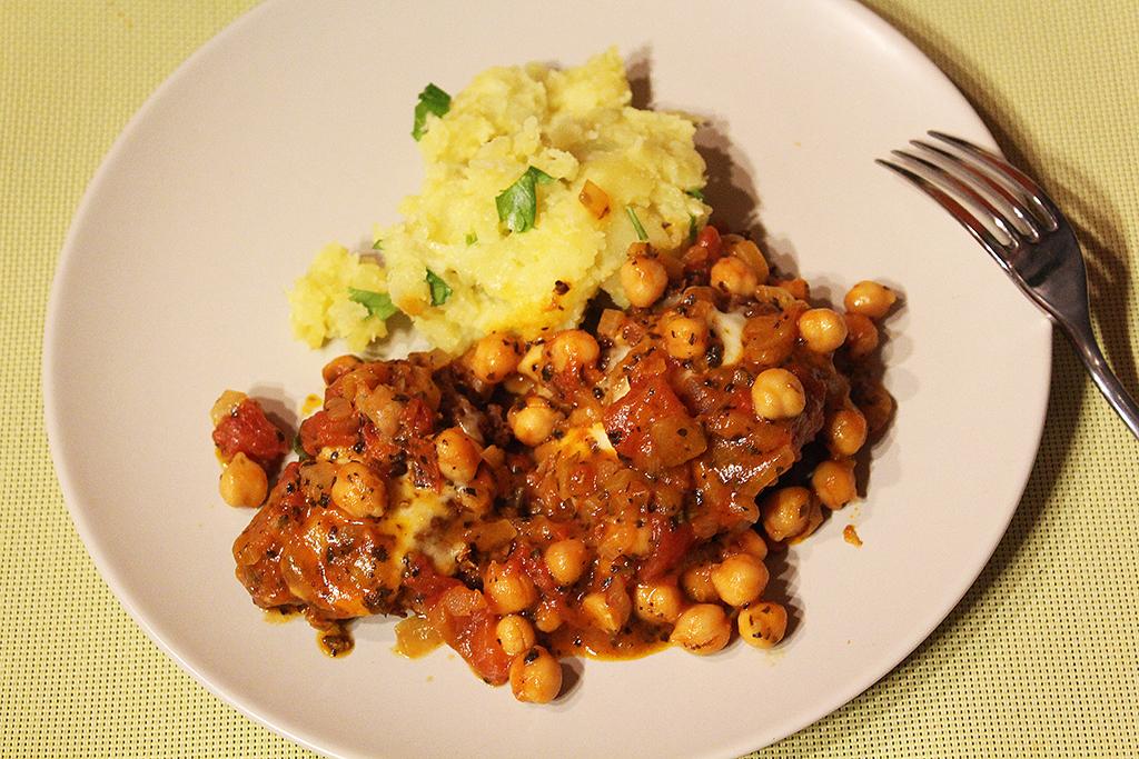 Karbanátky s omáčkou a bramborami