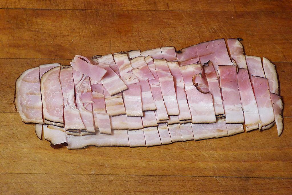 Nakrájíme slaninu