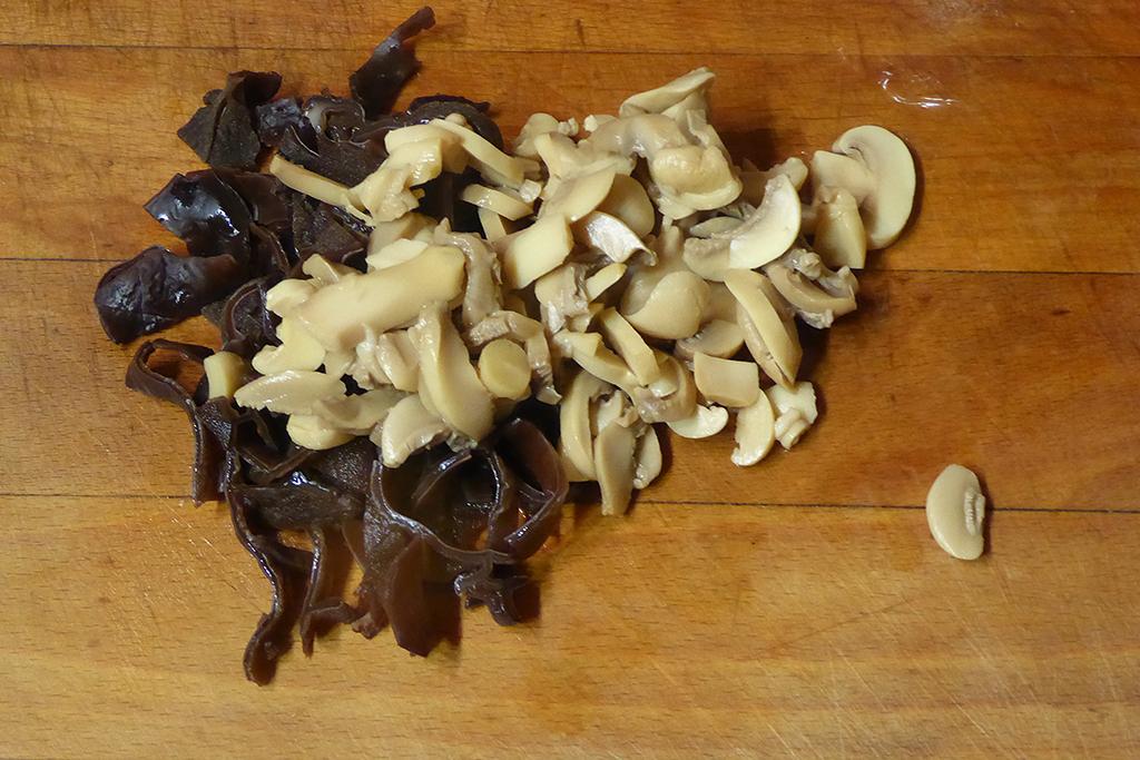 Nakrájíme houby