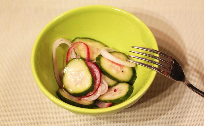 Okurkový salát skoprem acibulí | Vždy připraven – ve sklenici | Receptová odysea