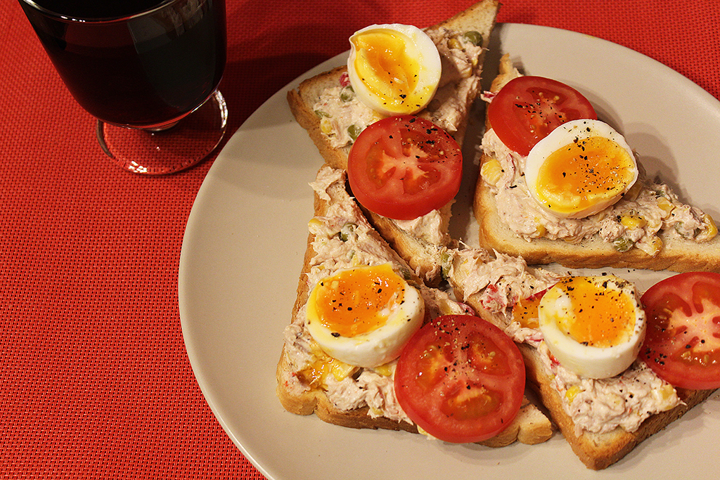 Sandwich with tuna spread, egg and tomato