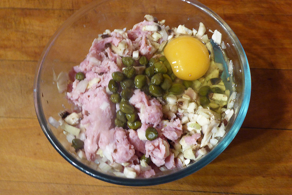 Přidáme kapary a vejce