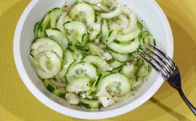 Okurkový salát schilli | Žádný utrejch, ale sladko-kyselá chuť