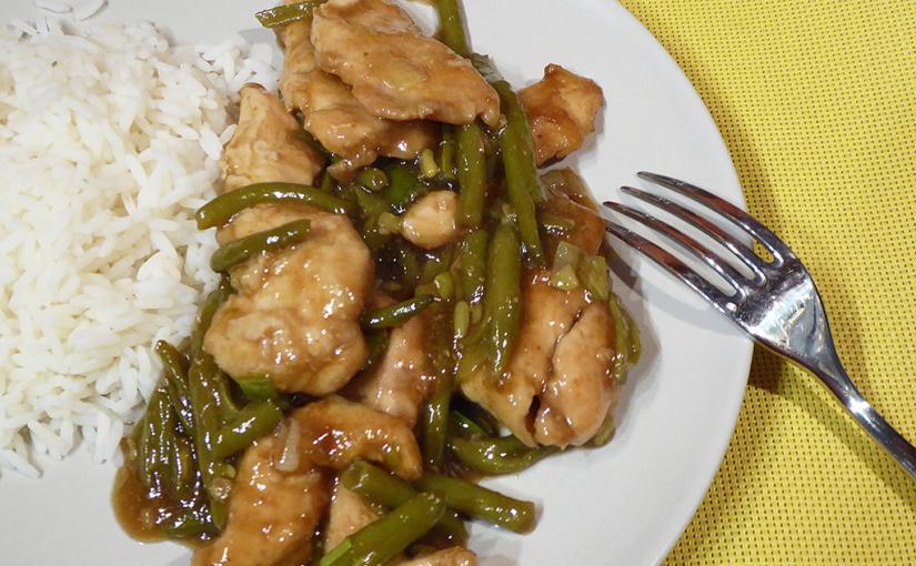 Kuřecí nudličky se zelenými fazolkami | Asijská ozvěna