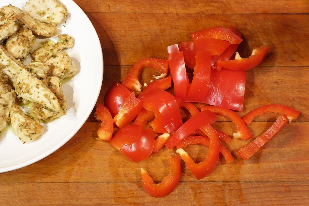 Nakrájíme červenou papriku