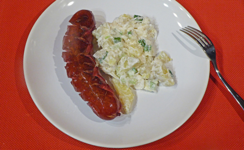 Grilled sausage with potatoes and coleslaw,,cs,Suitable for sausage,,sk | Hodí se i pro klobásu