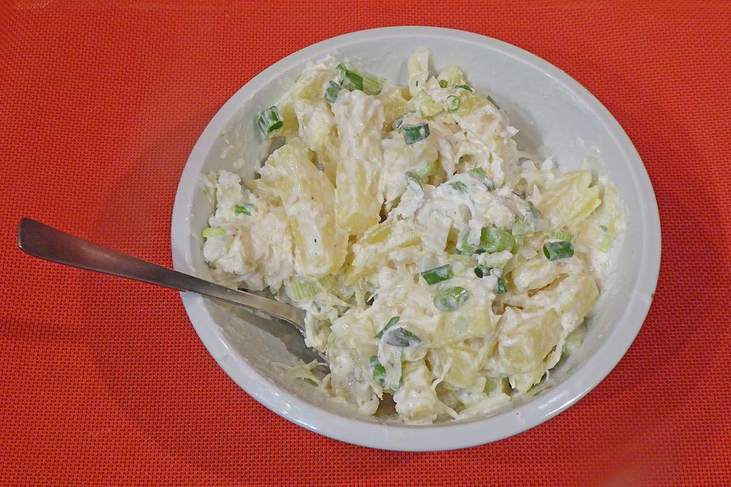 Zelný salát s brambory