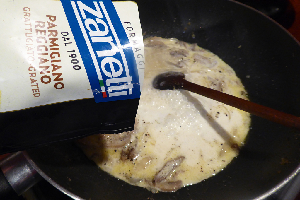 Přidáme strouhaný sýr