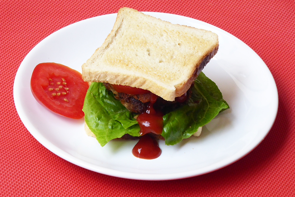 Syrečkové karbanátky jako sendvič