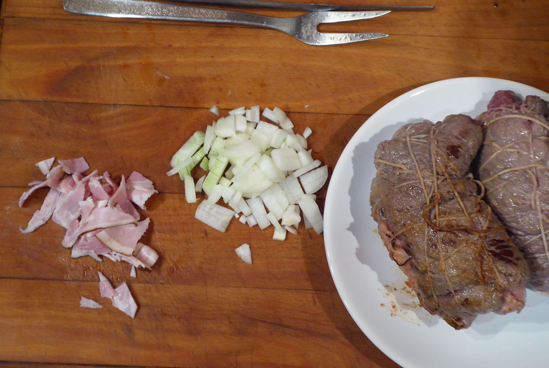 Nakrájíme cibuli a slaninu