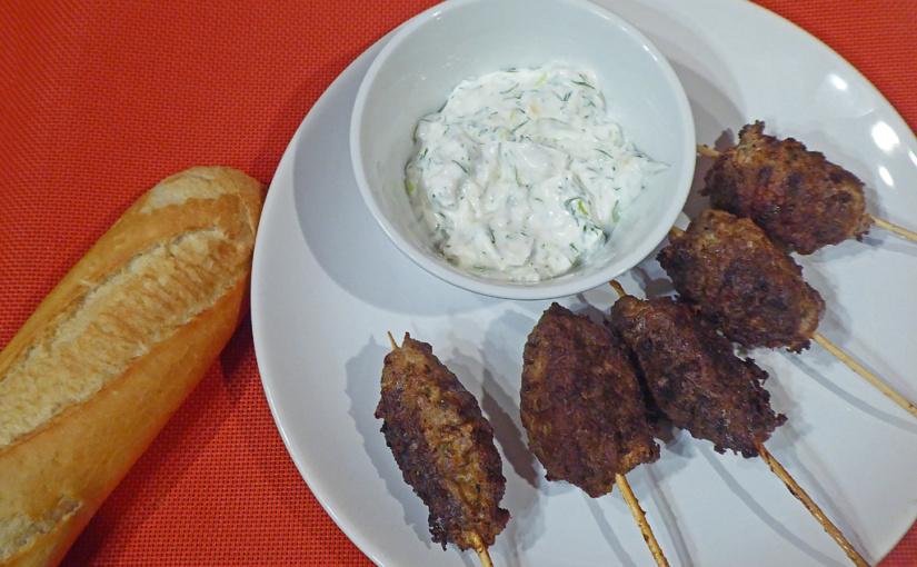 Kebab na špejli sjogurtovým dipem | Řecká inispirace