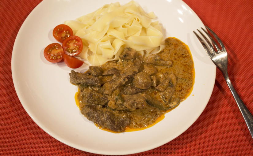 Beef strips with mushrooms,,cs,Maybe it's Stroganoff,,cs,perhaps off-off,,cs | Možná je to Stroganoff, možná off-off