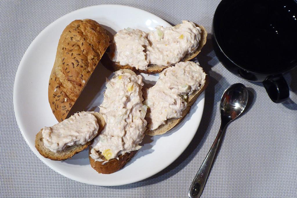 Podáváme s chlebem nebo dalamánkem